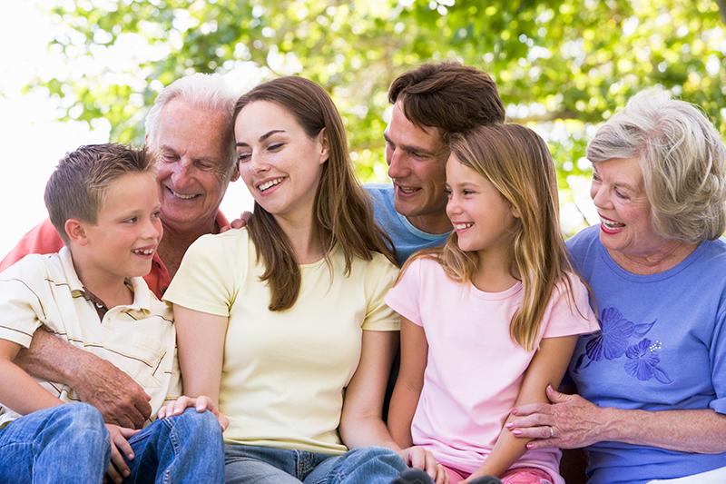 Enfoque en la dinámica familiar: ¡Mis suegros me están sofocando!