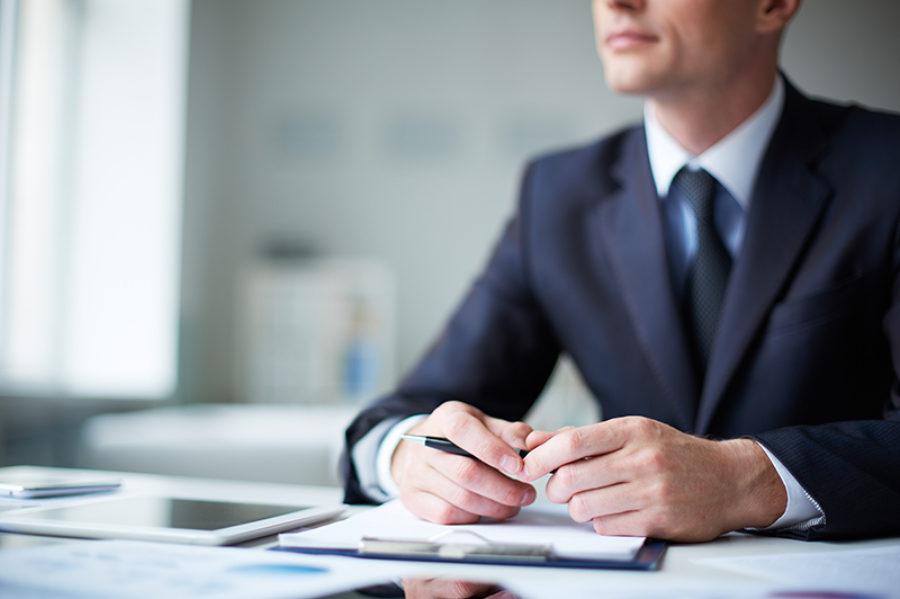Un abogado de divorcio escribe sobre sus observaciones y cómo evitar estar en su oficina